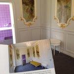 Damenschlafzimmer im Staatsgästeappartement. Geilster Konstrast ever! Rokoko meets DDR. #lustwandeln #bln http://t.co/YaDPTVa8I5