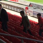 LOUIS WALKING INSIDE THE STADIUM AND ARRIVING TO THE VIP SECTION WHERE HE WILL SPEND 20 MINS WITH A FEW FANS! http://t.co/xSnZl4VRi9