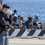 Más de 700 migrantes desaparecidos en un naufragio en el Mediterráneo http://t.co/4PdkRXyhXp http://t.co/7lGK5qWxW4