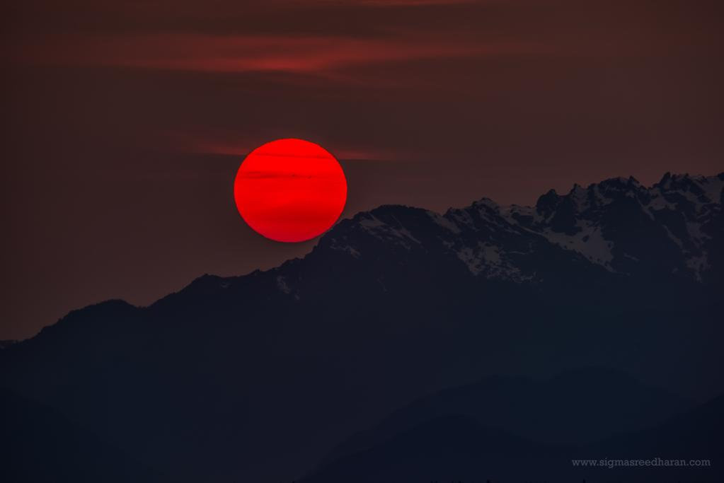 What's with all the red sunsets around #Seattle? Smoke from Siberian fires! More pics in blog http://t.co/TRPREHTFMr http://t.co/KtHCRrz9JN