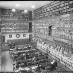 La bibliothèque de la Chambre de Commerce de #Marseille en 1936 par le photographe François Kollar http://t.co/fxTrQt6lwE