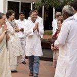Smt.Sonia Gandhi,Shri Rahul Gandhi and Smt.Priyanka Gandhi interacting with farmer representatives from Amethi today http://t.co/skPi5uuBa4