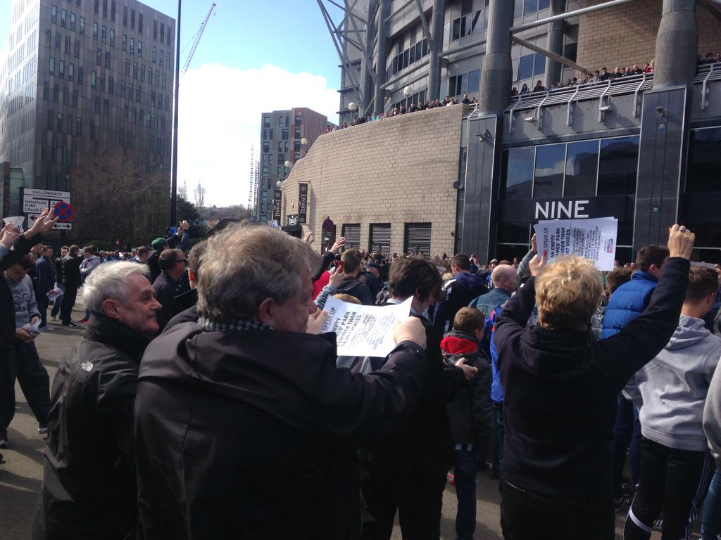 """Crowd chanting """"we want Ashley out"""", """"get out of our club"""" plus other chants I can't tweet! http://t.co/kWxIyKevVd"""