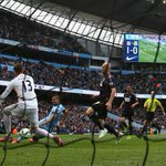 FULL-TIME Man City 2-0 West Ham. @MCFC are now one point behind Man Utd as Aguero gets his 20th #BPL goal this season http://t.co/n3StsoIof0