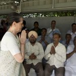 Delegation of farmers from various states interacted with Congress President Smt.Sonia Gandhi & VP Rahul Gandhi today http://t.co/LDEEKV2P9P