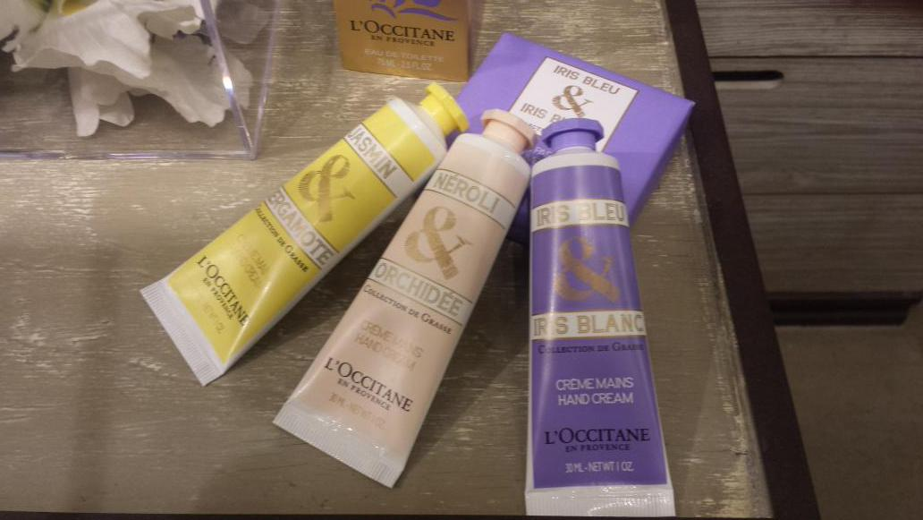 I love these hand creams from L'Occitane perfect to pop into your purse & a Mother's  Day gift idea #SpringenProvence http://t.co/ZSjFbeXURY