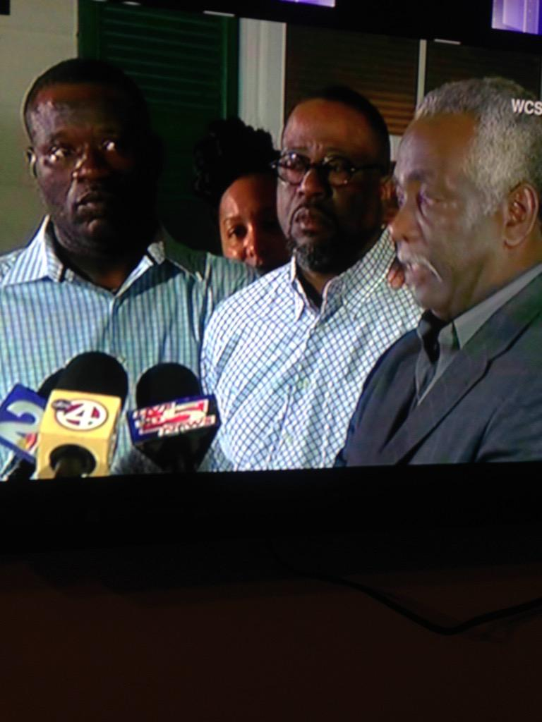 """#WalterScott Family """"I believe if someone did not shoot that video, this officer would've walked free"""" http://t.co/6MF8TrpezP"""