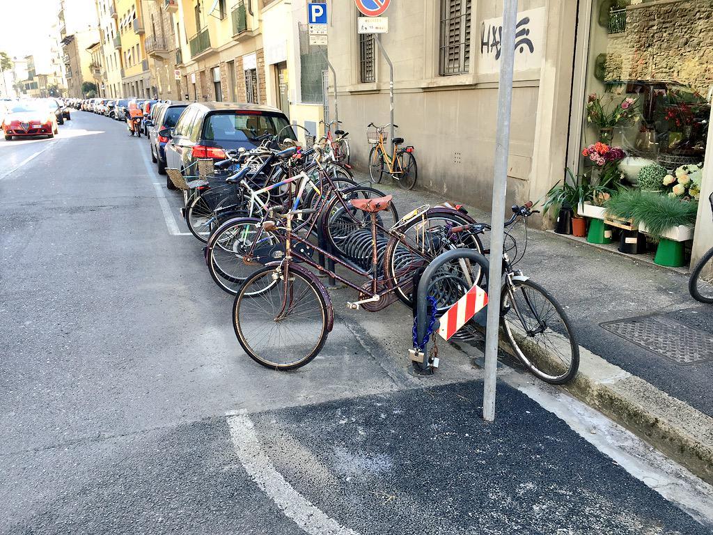 "RT @ferraro_filippo: #Tramvia #Linea3 Cantiere C, incrocio Tavanti-Vittorio Emanuele: probabile che questa rastrelliera venga rimossa. http…<a target=""_blank"" href=""http://t.co/8KJNxZQaU8""><br><b>Vai a Twitter<b></a>"