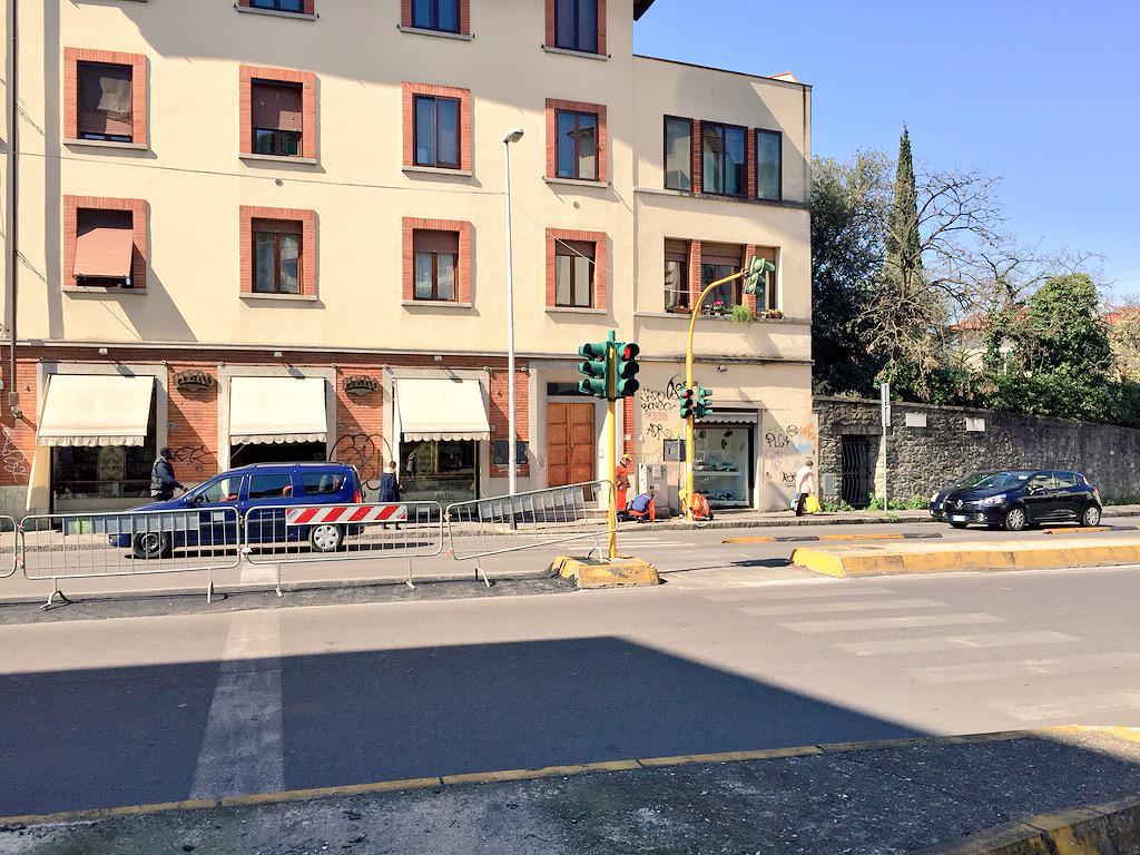 "RT @ferraro_filippo: #Tramvia #Linea3 Cantiere C, incrocio Tavanti-Vittorio Emanuele. A breve sarà aperto l'incrocio. http://t.co/lRecfZ2T5r<a target=""_blank"" href=""http://t.co/lRecfZ2T5r""><br><b>Vai a Twitter<b></a>"
