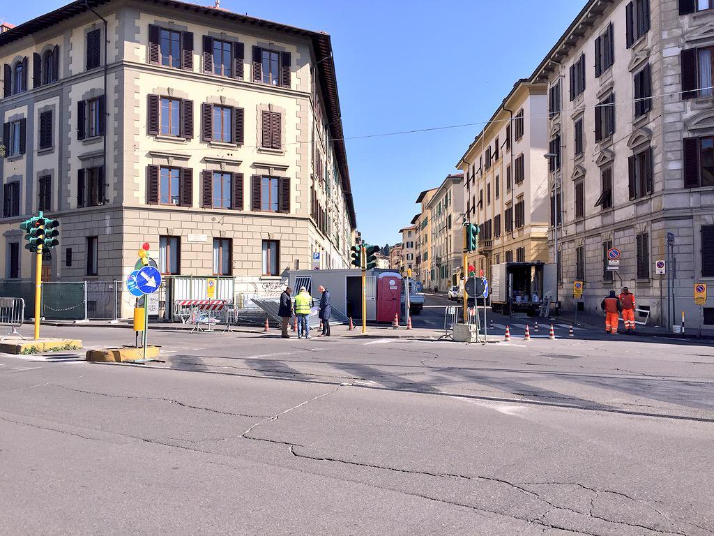 """RT @ferraro_filippo: #Tramvia #Linea3 Cantiere C: si comincia da piazza Muratori. Già invertita la parte dietro la pensilina e via Pagnini …<a target=""""_blank"""" href=""""http://t.co/mcrS92nVVF""""><br><b>Vai a Twitter<b></a>"""