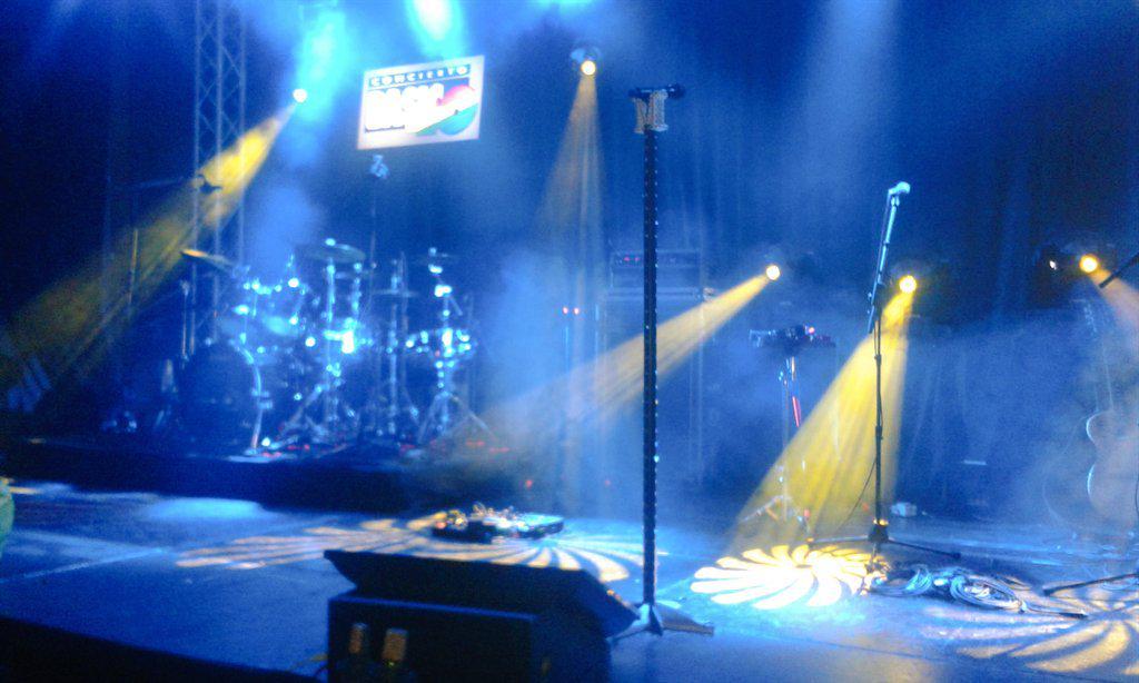 Guapísimo el escenario! Esperando a la estrella de la tarde-noche, @MelendiOficial. #Basico40 @Los40_Spain http://t.co/DCGkwOYvI3