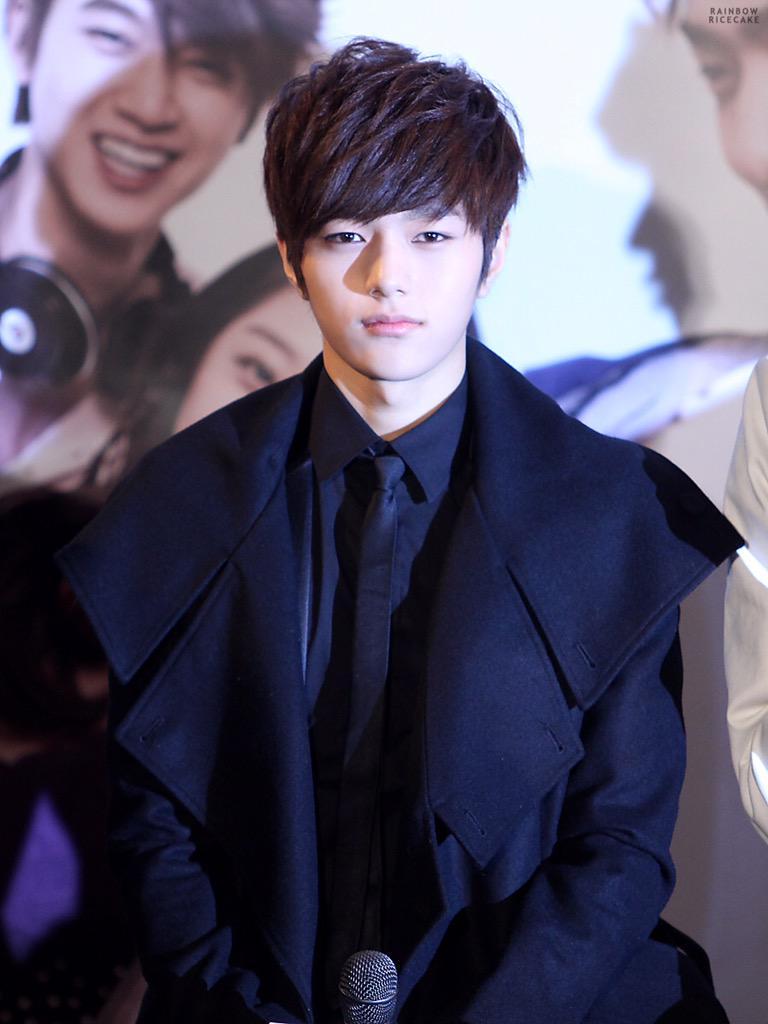 عضو فرقة Infinite, المغني و الراقص و الممثل الكوري (L(kim myung soo , مواليد 13 مارس..  #الحوت http://t.co/ApcWcetpa0
