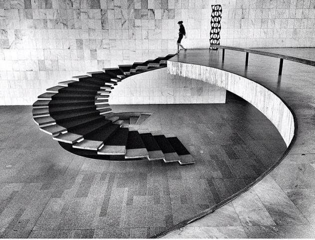 Escaleras que flotan #ligereza #extrema Niemeyer #Arquitectos #masterpiece #structure #concrete #architecture http://t.co/riF4kaku3m