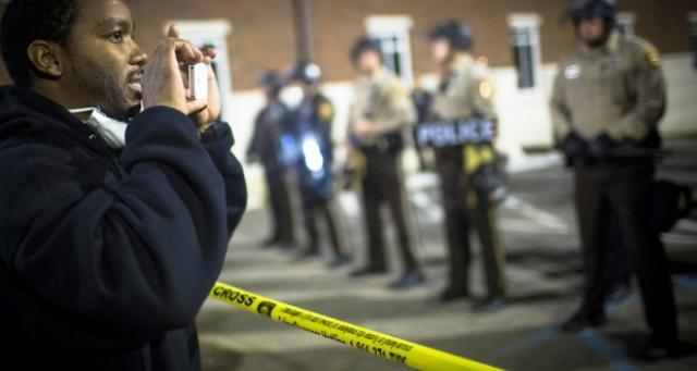 New Texas Bill Would Prevent Bystanders From Recording Cops http://t.co/WKy0UqmHt5 http://t.co/v1oUxlCkuR