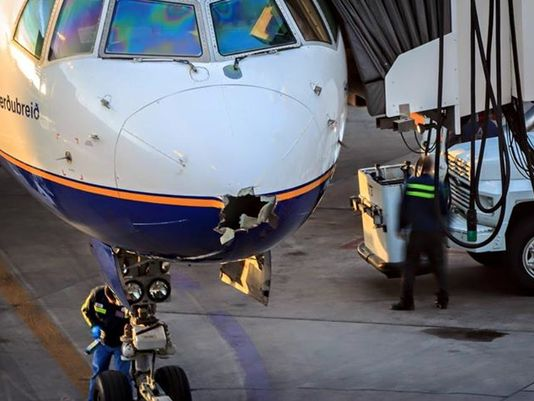 Lightning strike causes hole in nose of Icelandair Boeing 757 http://t.co/nBg0BBHC9a https://t.co/sdkCawu4kK