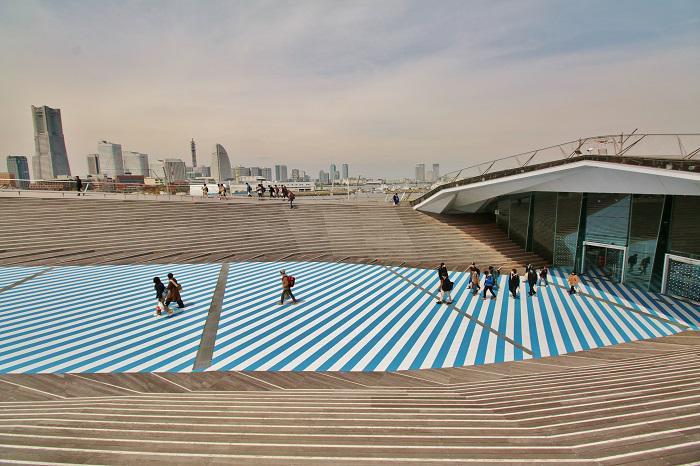 """かわいくて、はがしやすい。日本だけでなく海外でも人気の""""カモ井加工紙株式会社""""のマスキングテープ。EXHIBITIONとSHOPが一つになった「mt ex展」が横浜大さん橋で開催中!http://t.co/5Ociu2eaYx #横浜 http://t.co/6zkQ9wqvUQ"""