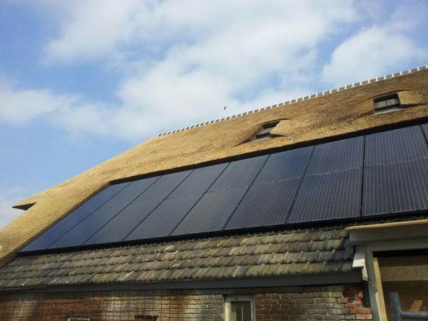 Duurzaam daken #renoveren is een kwestie van oud en nieuw weten te combineren @icdubocentrum @DutchGBC #zonnepanelen http://t.co/cgcn1LIYk7