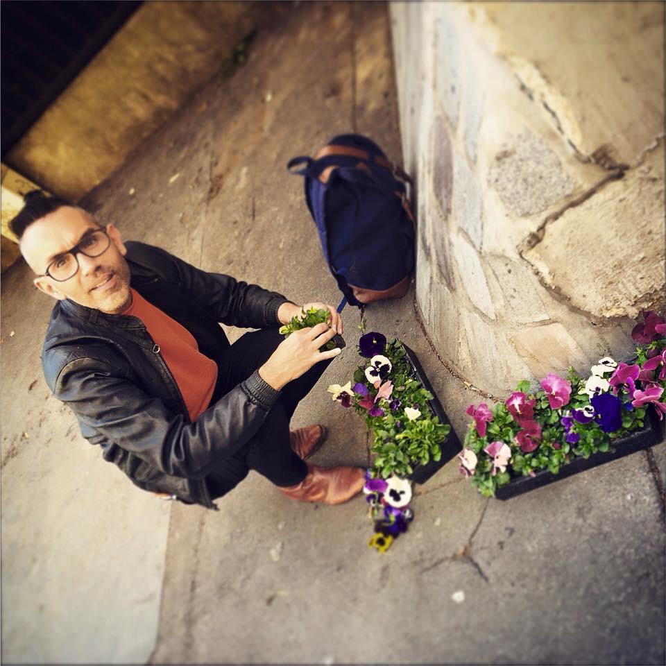 Getting ready to plant more pansies. #PansyMarathon #FightingHomophobia http://t.co/61X6vu7IJ1