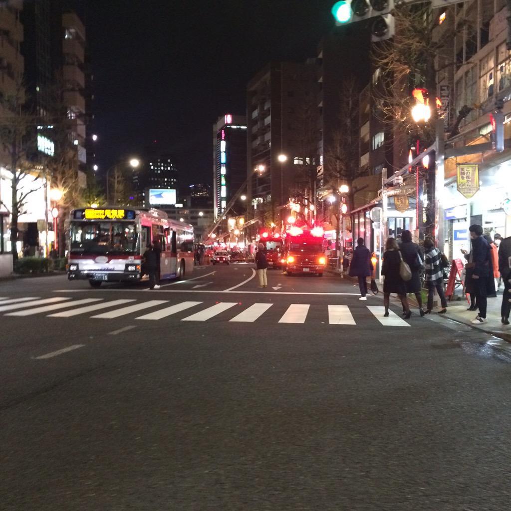 いつも行ってるカレー屋のCOCO壱番屋恵比寿店が火事になり、恵比寿駅前が封鎖され大変なことになってる。 http://t.co/XEy2gP5teH