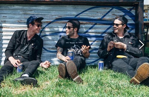 #tbt to sunny days and these @DROWNERSBAND guys. <3 http://t.co/RwxXoJUZ39