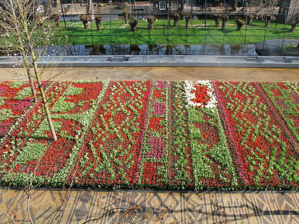 Het Tulpentapijt op #Artisplein staat in bloei! Deel jouw foto van de bloei met #Artisplein. http://t.co/PUI5XV4jBX http://t.co/oGJwrKt77c