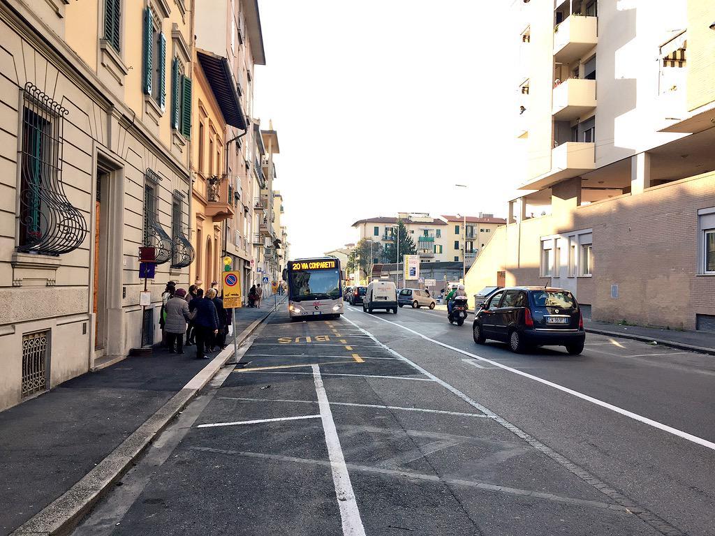 """RT @ferraro_filippo: #Tramvia #Linea3 Cantiere C: via Galluzzi è a doppio senso nel tratto Palazzo Bruciato-Leopoldo, con fermata autobus. …<a target=""""_blank"""" href=""""http://t.co/m8mqFy5EoM""""><br><b>Vai a Twitter<b></a>"""