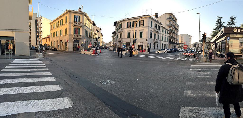 """RT @ferraro_filippo: #Tramvia #Linea3 Cantiere C: nuovo incrocio semaforizzato Galluzzi-Cironi-Palazzo Bruciato http://t.co/KueSAPFB9l<a target=""""_blank"""" href=""""http://t.co/KueSAPFB9l""""><br><b>Vai a Twitter<b></a>"""