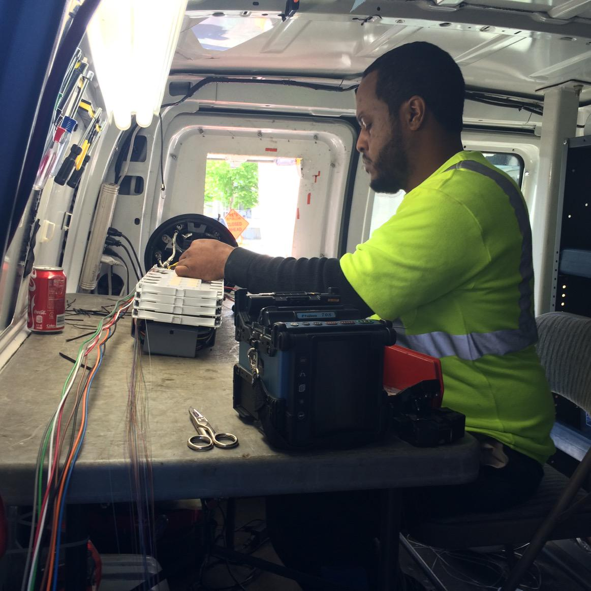 Splicing fiber in SLU to restore service to Madison Park and surrounding neighborhoods. http://t.co/sk1GWr6cC6