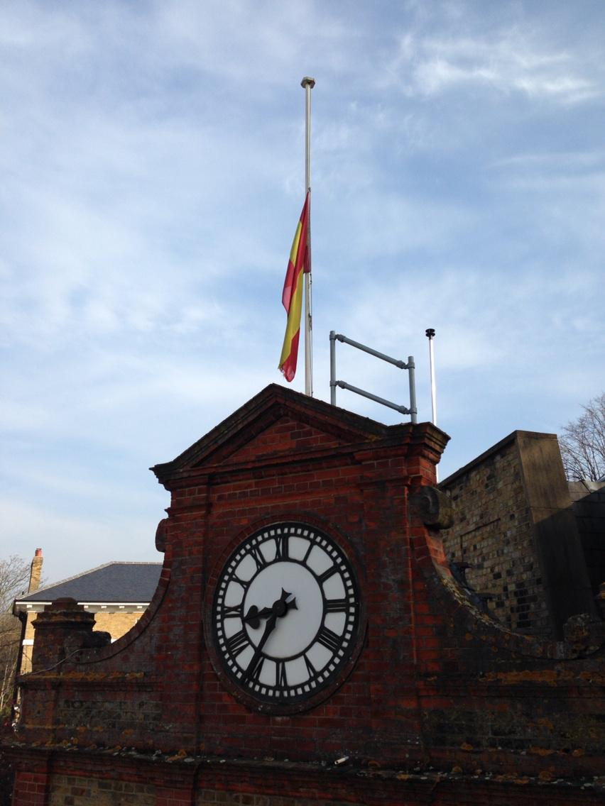 The MCC flag at half mast this morning in honour of Richie Benaud. http://t.co/663aHcrlbP