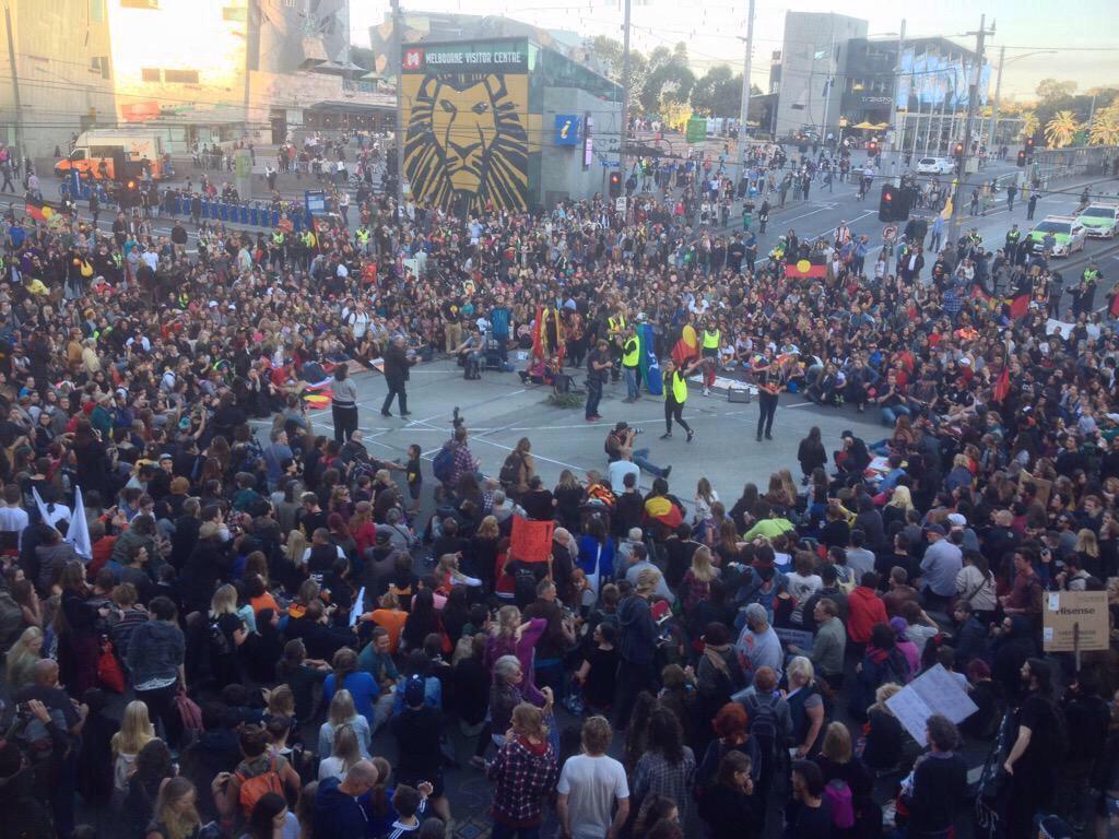 Protest in Melbourne has shut down the city. Thanks #primemoron  #auspol http://t.co/WfiM9zPxtR