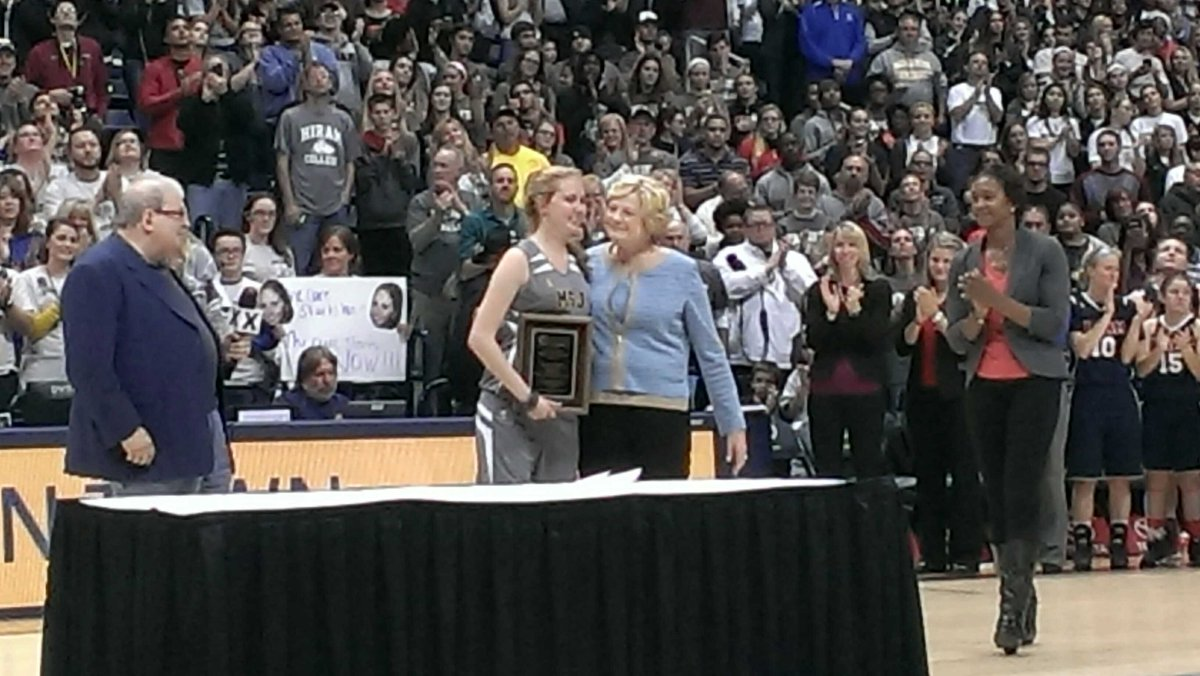 1 of the best moments of season.Lauren Hill acceptin USBWA Pat Summitt Award for Courage/Inspiration by Coach Summitt http://t.co/OeLE4gL5SA