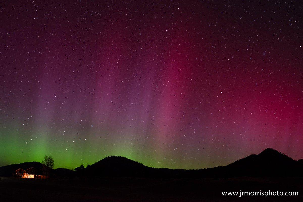 Photographer John Morris shared this photo of the #northernlights over #Bozeman last night. #AuroraBorealis #Montana http://t.co/P7B5CB1zVX