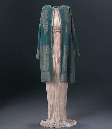 Delphos dress & jacket by Mariano Fortuny 1920-30s on exhibit Phoenix Art Museum @phxart  curated by Dennita Sewell http://t.co/YS7xI4mgRS