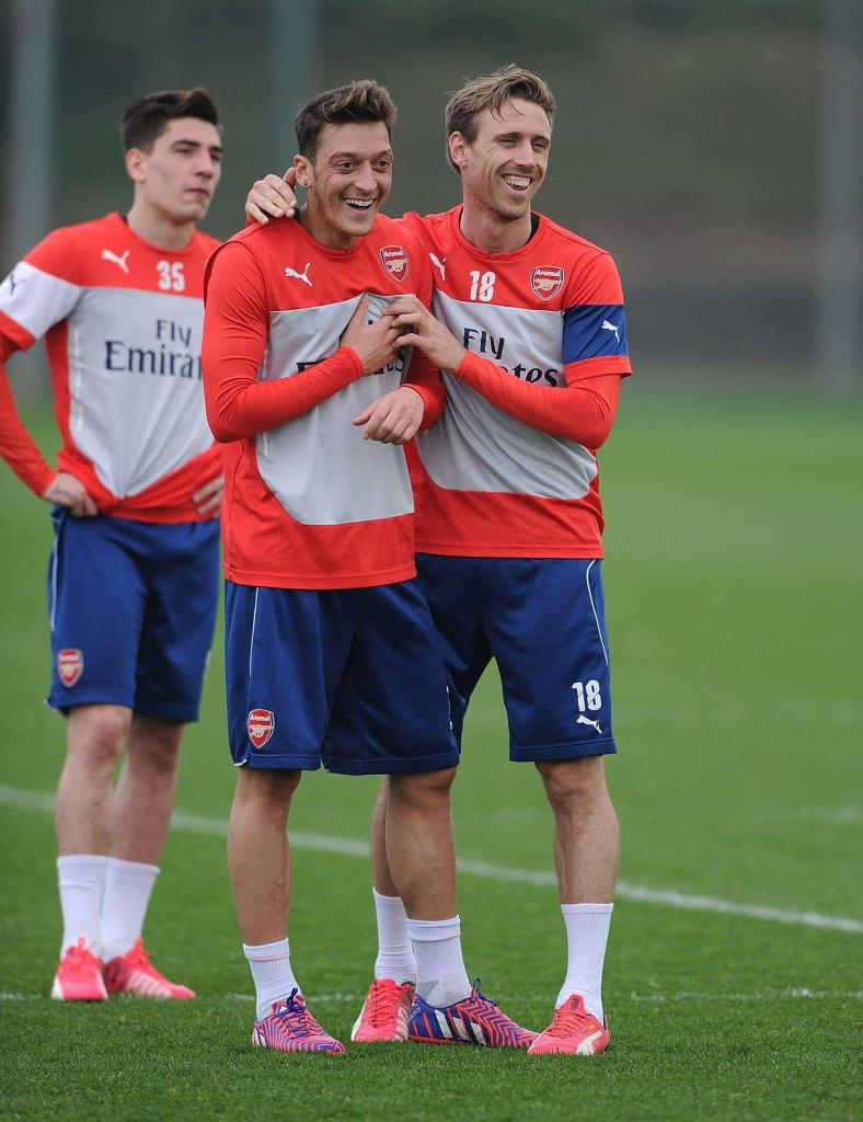 Morning all....happy weekend and match day !! Can we grasp another 3 points !! Sure we can ☆☆☆! #Arsenal #COYG http://t.co/v7jLMAFBbk