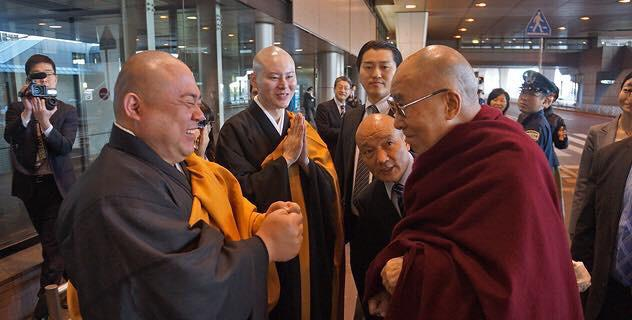 来日されているダライ・ラマ法王を何故日本のマスコミは報道しない! http://t.co/rA5w370AjH