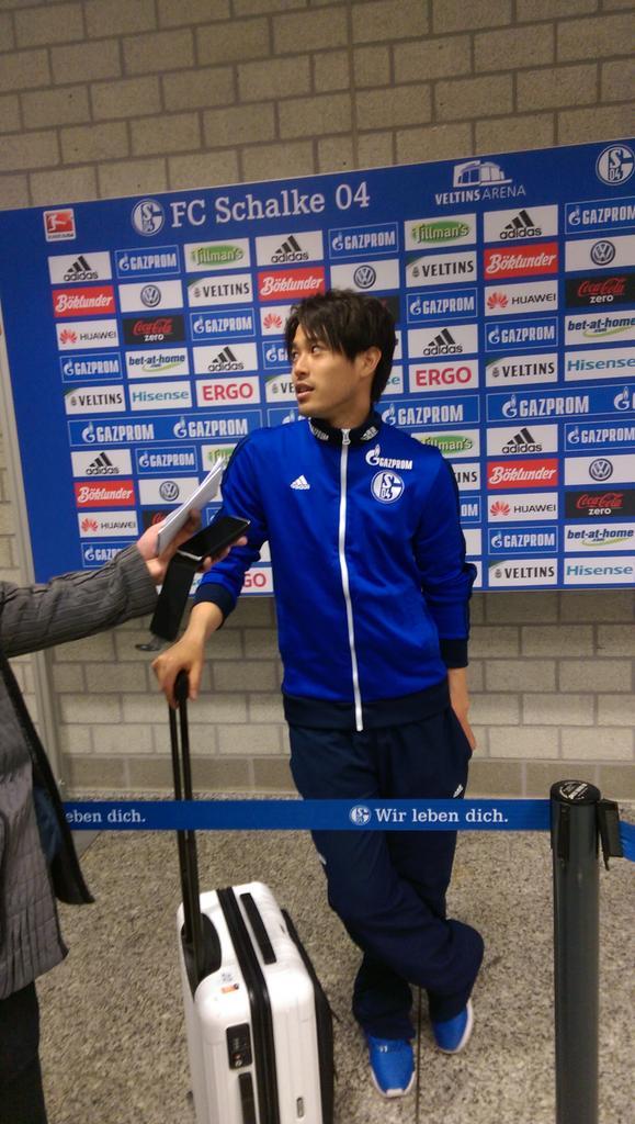 #S04SCF - Atsuto Uchida ist nach dem Spiel höflich wie immer. http://t.co/jUg0IdPEHn