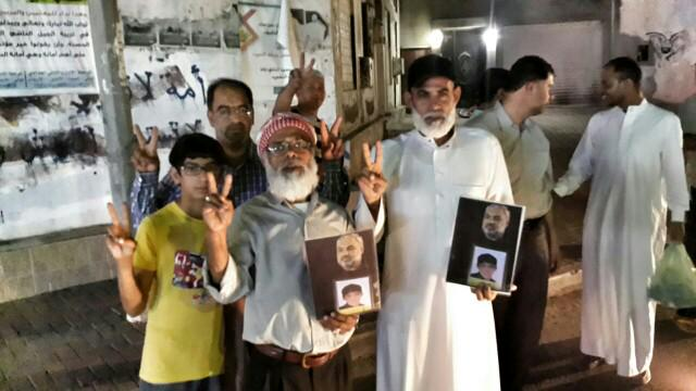 #البحرين  #كرزكان نيوز : اولياء الدم والحاج صمود يتضامنون مع والد الشهيد السيد هاشم المغيب في سجون الاحتلال. http://t.co/jWiGKAQuOC