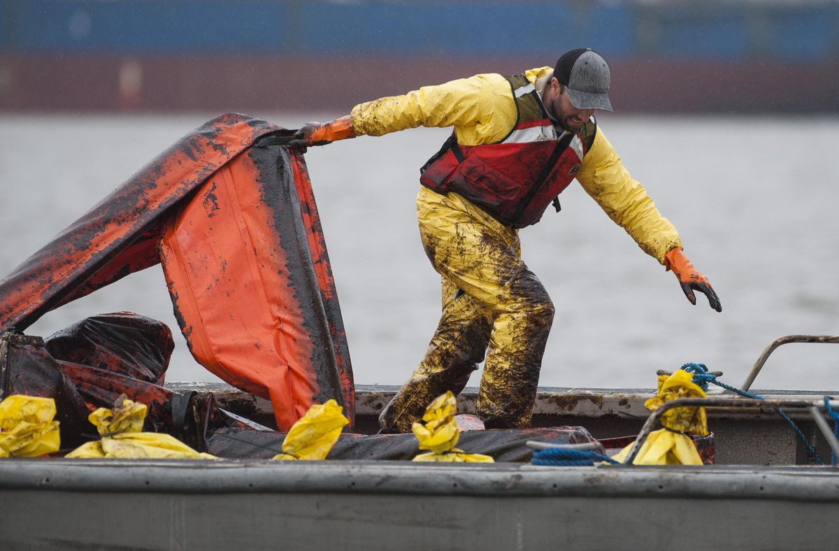 PHOTOS: Many thanks to front-line staff working to clean up after the #VanFuelSpill. http://t.co/ViRpi966w7