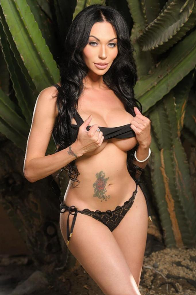 M.I.A. (@THEMiaIsabella): Boy thinks: I wonder if her thoughts are about me? <3 Girl thinks: He probably doesn't know all I feel is about him. http://t.co/XzJEX0z8mF