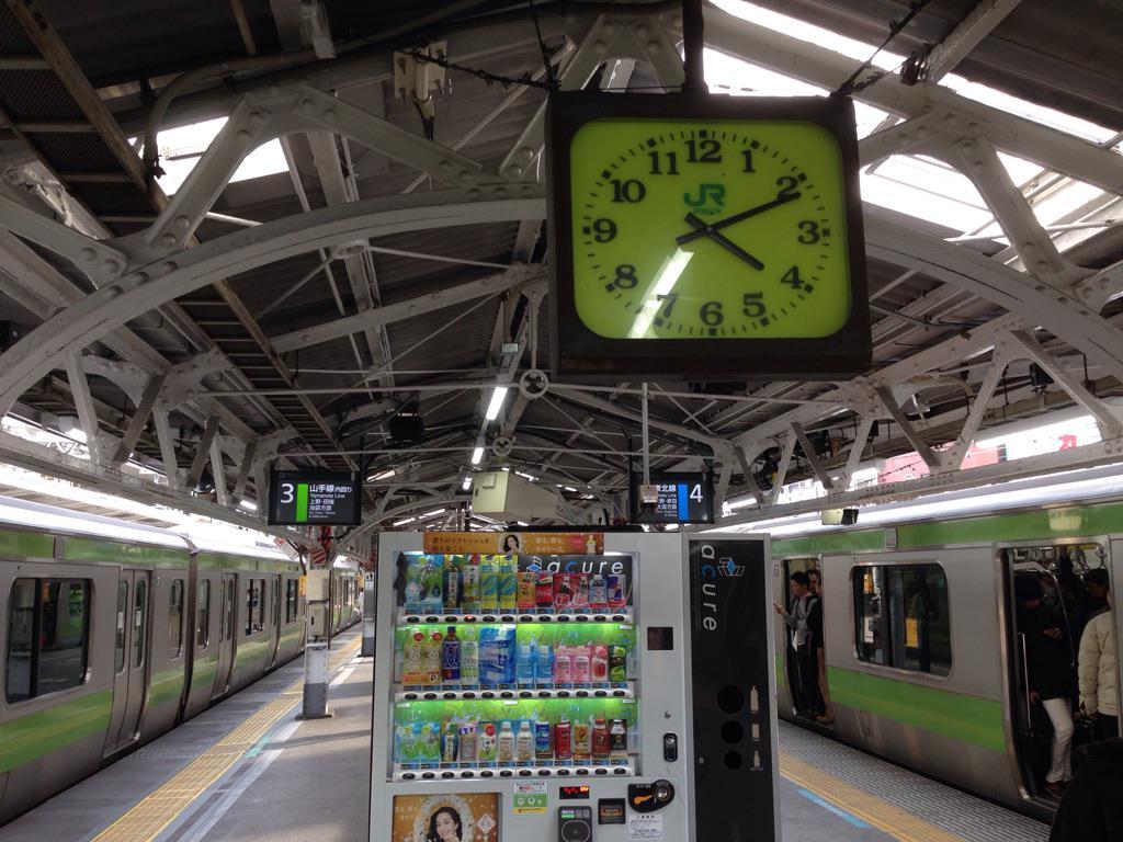 神田駅、どっちも山手線。 http://t.co/fJAmn7Wuui