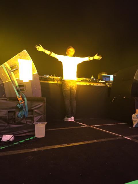 Armin doing his thing #ASOT700AR http://t.co/xGQdpSldZb