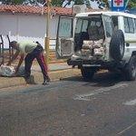 [FOTOS] ¡EL COLMO DEL DESCARO! Policia municipal bachaquea a la luz pública usando... -► https://t.co/R0oRIYcNZQ http://t.co/jHmCy11Bv2
