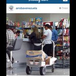 "@JamasEncadenado ""Winston Vallenilla en Aruba comprando leche y dicen en Vzla no pasa nada hay de todo, Pa élhay $ http://t.co/40Oum9tGRI"""