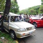 #HaceMinutos #Carabobo #Valencia Siniestro vial, 2 vehículos, Dist Lomas del Este (1 herido) #19A Vía @AndrewsAbreu http://t.co/sbZdivDbiy