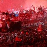 Há um ano foi assim, as ruas vazias encheram se de vermelho. Isto sim é ser Benfica. Amo te ???? #CarregaBenfica http://t.co/LGVj4GRsZu