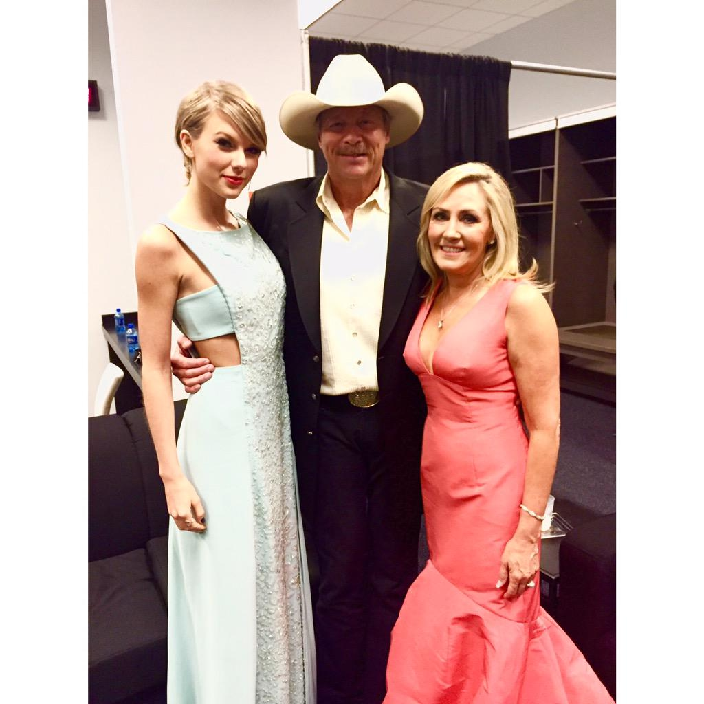 Backstage with @taylorswift13 and Denise at the ACM Awards! #ACMawards50 #25AJ http://t.co/dEcjxHPw48