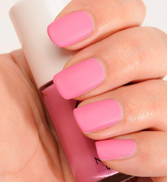 Alegra tu domingo con unas uñas color rosa mate. - scoopnest.com