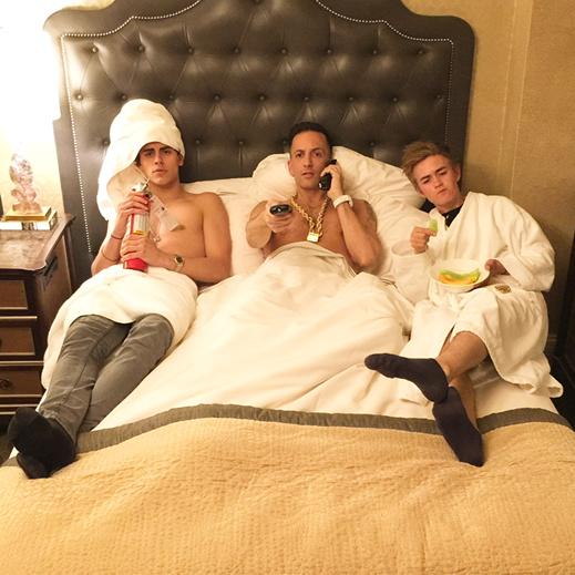 Typical lazy Sunday morning watching movies, eating fruit & prepared for a fire w/ @jackgilinsky & @JackJackJohnson http://t.co/rkzR7zn8FU