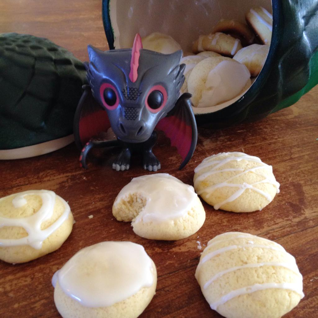 .@GameOfThrones Aha! The lemoncakes DID work after all, and there he is, eating away. :) #CatchDrogon #gameoffood http://t.co/lQuGZTwowe