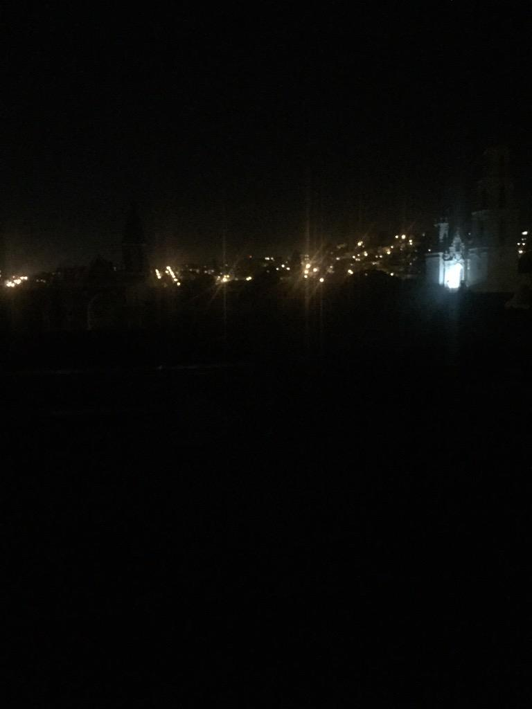 Total power outage around mission dolores. Looks like maybe many blocks. It's actually quite lovely. http://t.co/2Yjv2ch5Wl